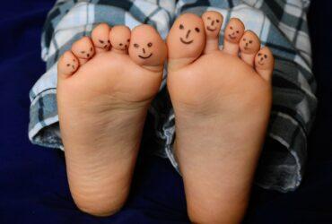 Les pieds des enfants